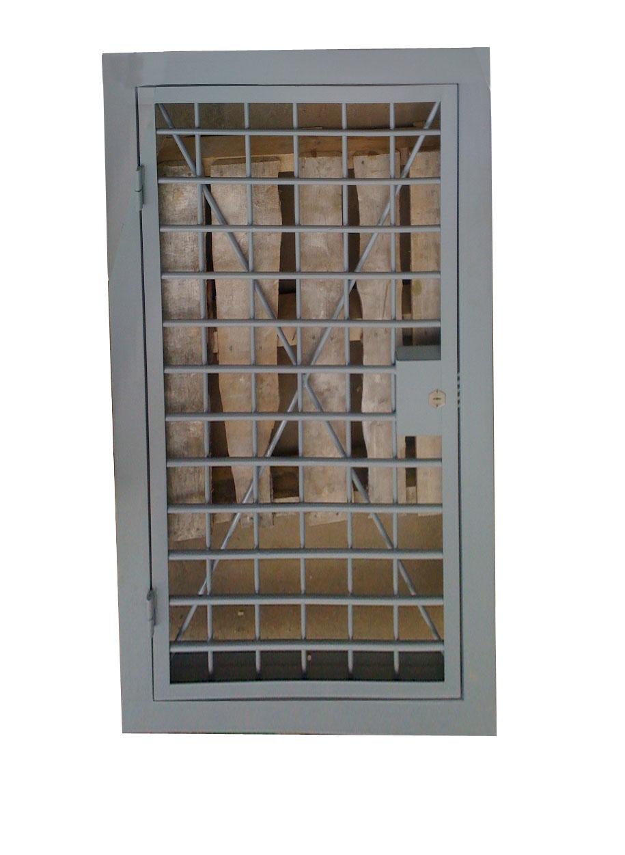 решетчатые металлические двери для оружейной комнаты